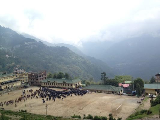 Schulhof in Gangtok