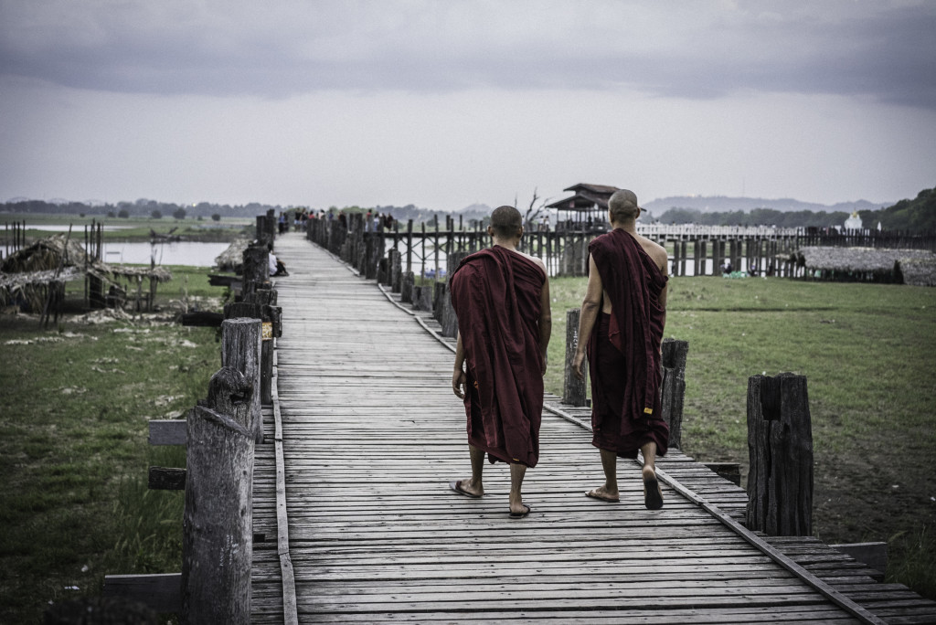 Amarapura - U Bein Bridge - monks