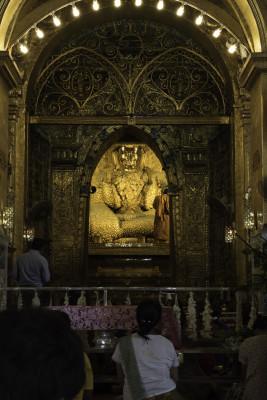 Mahamuni Tempel - über und über mit Gold beklebt